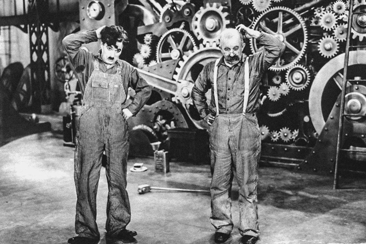 """""""Tempos Modernos"""" um clássico que aborda as revoluções industriais."""